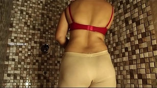 Mallu-Aunty-Bathing-Scene-In-Apartment