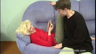 Blonde-mom-and-her-horny-sunny