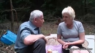 Mature-slut-piss-and-gives-head