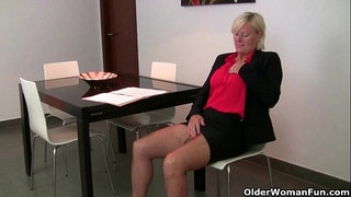 At-five-o'clock-mom's-pantyhose-come-down
